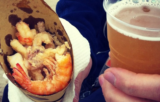 Fried shrimps and beer from kiosks!