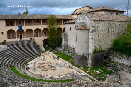 Spoleto, anfiteatro romano