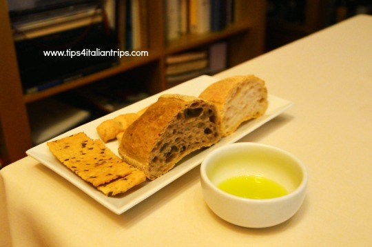 restaurant bread and olive oil