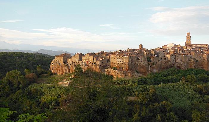 Motorbike itineraries in Italy Pitigliano